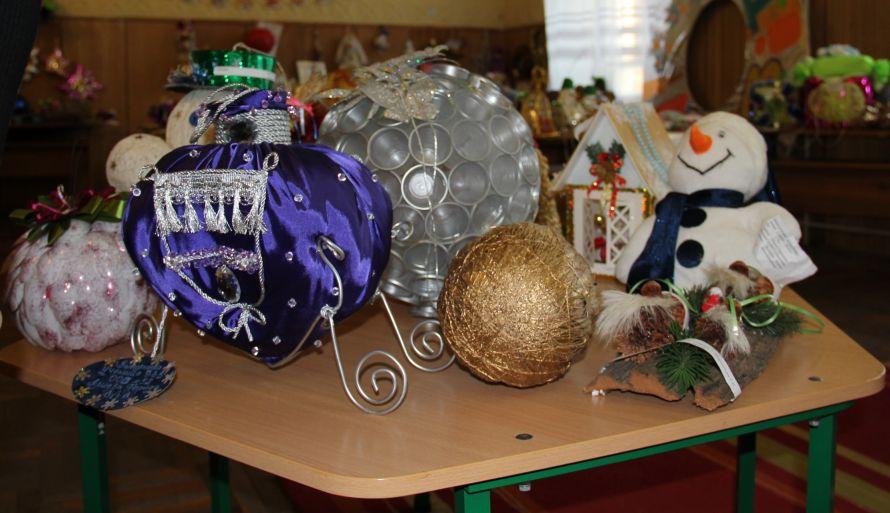 В Одессе создают новогодние игрушки из одноразовых ложек и елки из макарон - Jean Slav